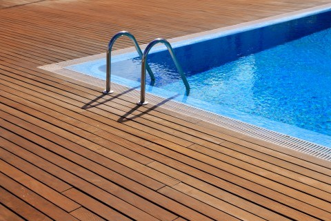 Pool deck cleaning services